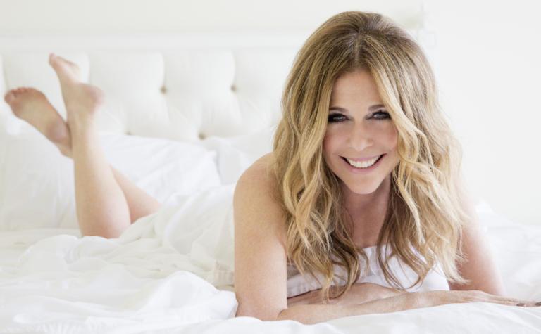 Rita Wilson: Η σύζυγος του Tom Hanks έρχεται στην Ελλάδα για συναυλία!