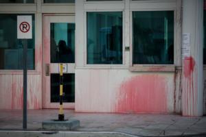 Πάιατ για επίθεση Ρουβίκωνα στην αμερικανική πρεσβεία: Ανόητος και παράλογος βανδαλισμός