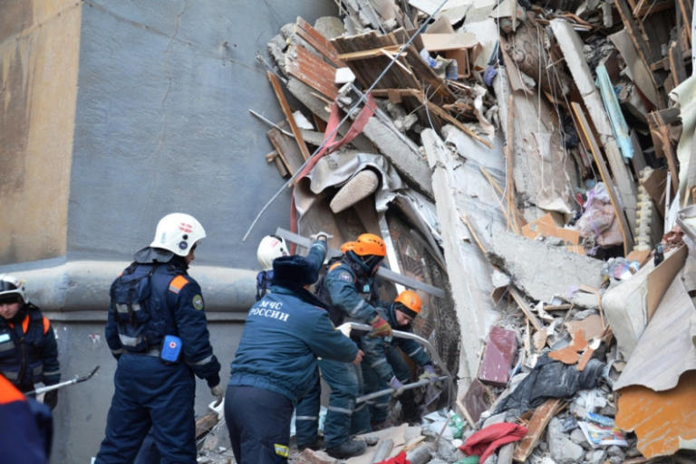 Τραγωδία! Τους 28 έφτασαν οι νεκροί από την κατάρρευση της πολυκατοικίας στη Ρωσία!