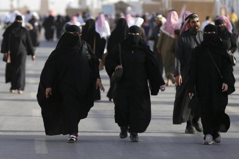 Σαουδική Αραβία: Ακόμα ένα δείγμα… πολιτισμού – Οι γυναίκες θα ειδοποιούνται με SMS για διαζύγιο! | Newsit.gr