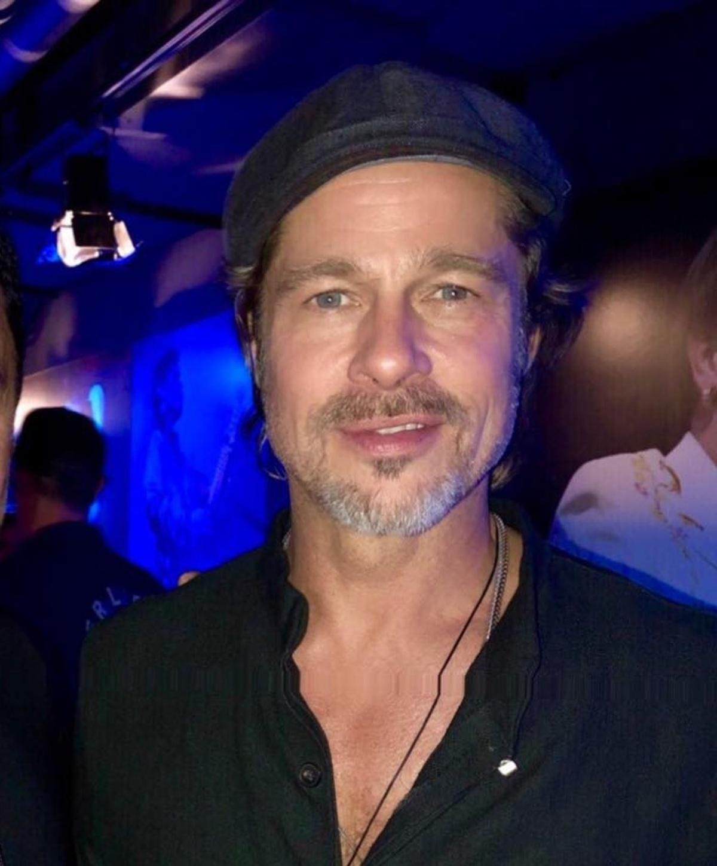 Ποιος Έλληνας παρουσιαστής, έβγαλε selfie με τον Brad Pitt και την Μiley Cyrus; Φωτογραφίες