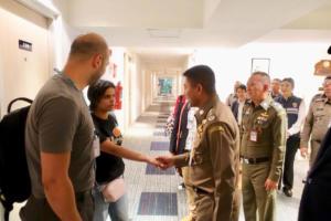 Παγκόσμιο κίνημα αλληλεγγύης για τη Ράχαφ – Στην «αγκαλιά» της Ύπατης Αρμοστείας η 18χρονη