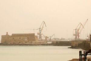 Καιρός: Όλη η Ελλάδα πνίγεται στη βροχή και η Κρήτη στην αφρικανική σκόνη [pics]