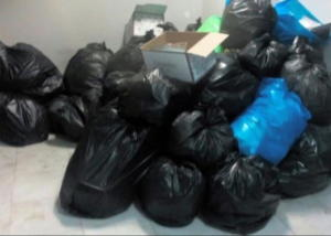 Εικόνες ντροπής από κτίρια αστυνομικών υπηρεσιών – Σκουπίδια παντού