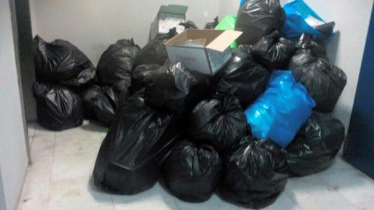 Εικόνες ντροπής από κτίρια αστυνομικών υπηρεσιών – Σκουπίδια παντού | Newsit.gr