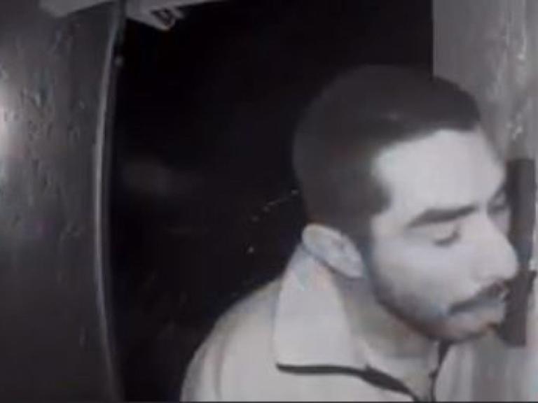 Ανθρωποκυνηγητό για 33χρονο που… έγλειφε κουδούνι επί 3 ώρες! | Newsit.gr