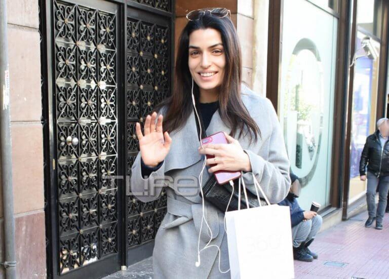 Τόνια Σωτηροπούλου: Χαλαρή βόλτα με casual look στο κέντρο της πόλης! [pics]