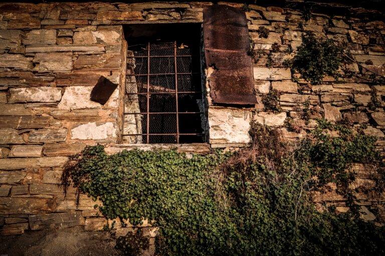 Λάρισα: Ο ληστής έκρυβε σπίτι του 14χρονο κορίτσι – Η άγνωστη ιστορία της ανήλικης μαθήτριας!