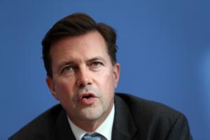 Ζάιμπερτ: Δεν συνδέεται η συμφωνία των Πρεσπών με άλλα πολιτικά ζητήματα