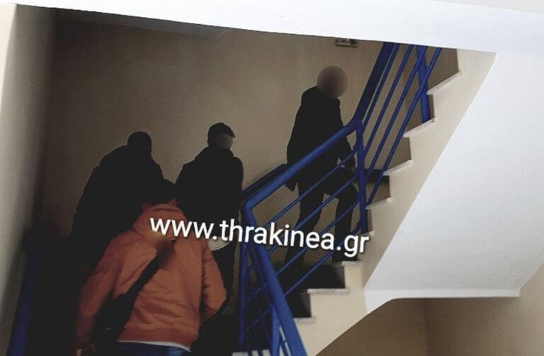 Έβρος: Στον εισαγγελέα ο Έλληνας στρατιωτικός που συνελήφθη στα σύνορα – Αμίλητος μπροστά στις κάμερες [pics]