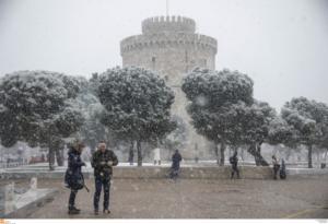 Μπλακ άουτ σε πολλές περιοχές της Θεσσαλονίκης εξαιτίας του χιονιά!
