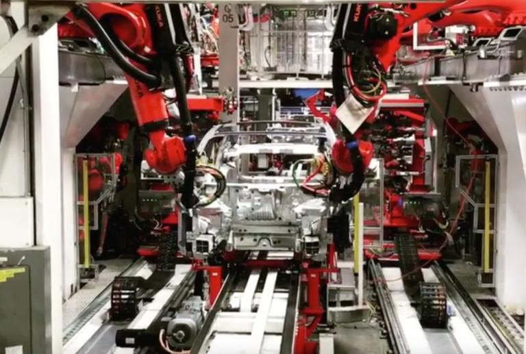 Δείτε πως κατασκευάζεται το ηλεκτρικό Tesla Model 3 [vid] | Newsit.gr