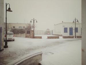 Τήνος: Το έστρωσε σε χωριά του νησιού – Λευκό τοπίο και τσουχτερό κρύο [pics]