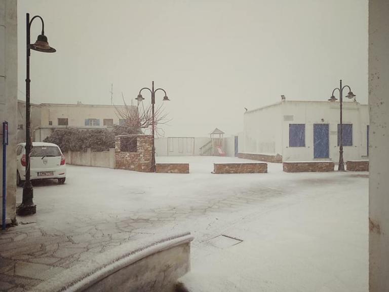 Τήνος: Το έστρωσε σε χωριά του νησιού – Λευκό τοπίο και τσουχτερό κρύο [pics] | Newsit.gr