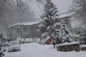 Καιρός: Σφοδρή χιονόπτωση στα Τρίκαλα – video