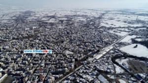 Καιρός: Εντυπωσιακές εικόνες από τα χιονισμένα Τρίκαλα – video