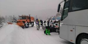 Λεωφορείο με 50 επιβάτες ξέφυγε από την πορεία του στο δρόμο για τον Παρνασσό