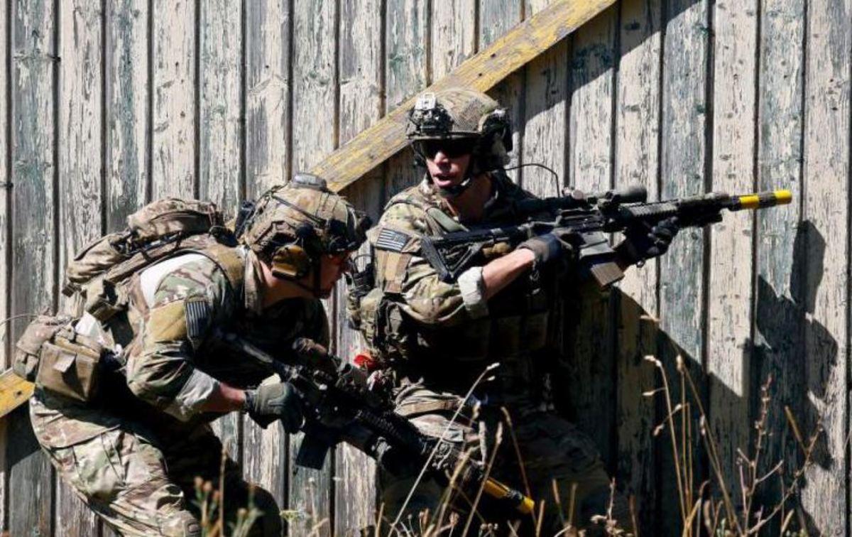 Συγκλονιστικό βίντεο – Καρέ καρέ η δράση Αμερικανών στρατιωτών σε άσκηση με πραγματικά πυρά! [vid]