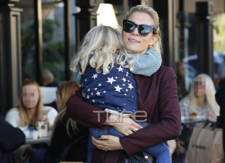 Βίκυ Καγιά: Χαλαρή βόλτα στα νότια προάστια με την κόρη της, Μπιάνκα! [pics]