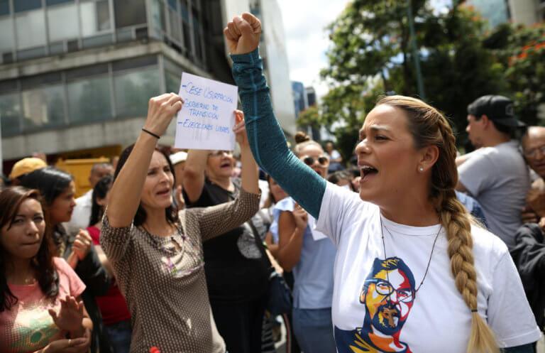 Βενεζουέλα: Αντιδράσεις προκαλούν οι συλλήψεις δημοσιογράφων από Χιλή και Γαλλία | Newsit.gr