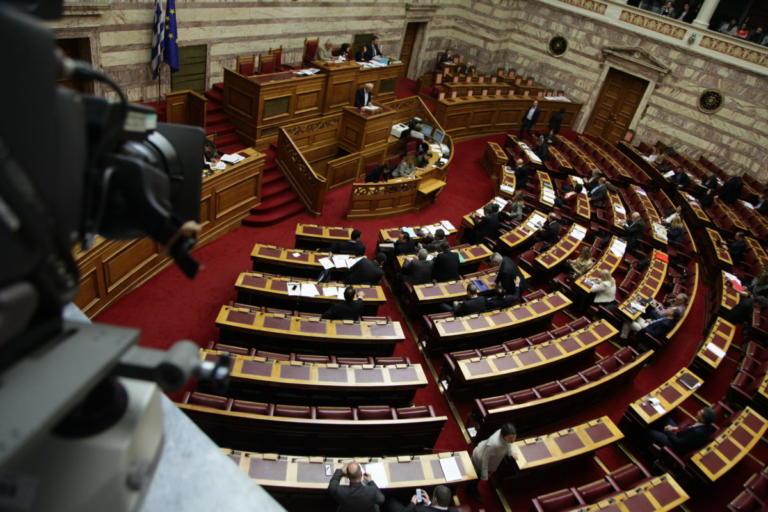 Συμφωνία των Πρεσπών: Πάνω από 30 οι αποστολείς των απειλητικών μηνυμάτων σε βουλευτές