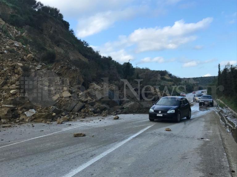Κρήτη: Έπεσε το βουνό στην εθνική οδό Χανίων – Κισσάμου!
