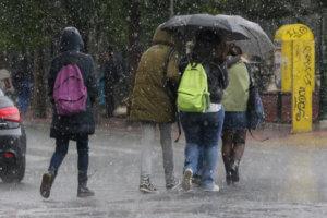 """Καιρός: Θα """"ανοίξουν"""" και πάλι οι ουρανοί – Που θα χρειαστούμε ομπρέλες"""
