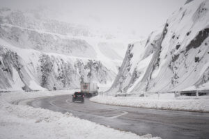 «Τρελή» καραμπόλα αυτοκινήτων στην Πτολεμαΐδα λόγω χιονόπτωσης! – video