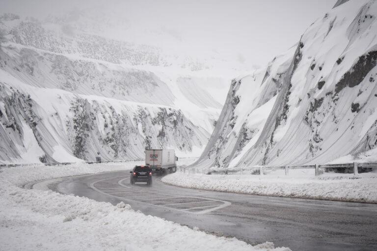 """""""Τρελή"""" καραμπόλα αυτοκινήτων στην Πτολεμαΐδα λόγω χιονόπτωσης! – video"""