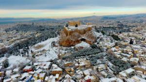 """Καιρός: """"Παραλύει"""" η χώρα από τον Τηλέμαχο – Χιόνια στην Αθήνα και """"πολικές θερμοκρασίες"""" – video"""