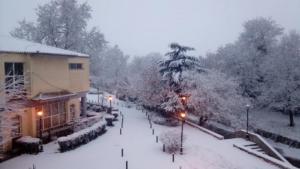 Καιρός: Εκπληκτικές εικόνες στα χιόνια από τη Λαμία μέχρι τα Τρίκαλα, τη Λάρισα και την Καρδίτσα [pics, video]
