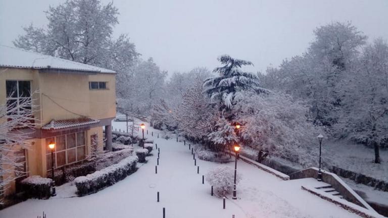 Καιρός: Εκπληκτικές εικόνες στα χιόνια από τη Λαμία μέχρι τα Τρίκαλα, τη Λάρισα και την Καρδίτσα [pics, video] | Newsit.gr