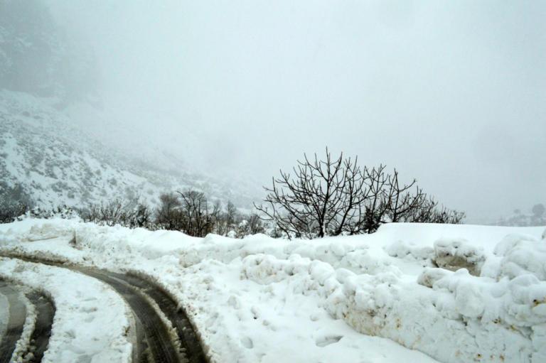 Γρεβενά: Πολύωρος απεγκλωβισμός στα χιόνια – Στιγμές αγωνίας σε εργοστάσιο εμφιάλωσης νερού!