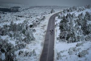Καιρός: Στα λευκά η Μακεδονία – Χιόνια σε Θεσσαλονίκη, Κοζάνη, Καστοριά, Κιλκίς και Χαλκιδική [pics, video]
