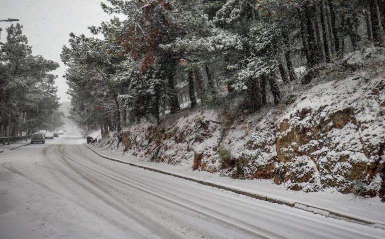 Ποιοί δρόμοι είναι κλειστοί τώρα – Που χιονίζει τώρα: Η πρόγνωση του Σάκη Αρναούτογλου