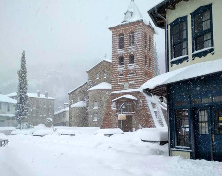 Χιονισμένο Άγιο Όρος και η Μονή Βατοπεδίου, γιόρτασαν με βυζαντινή μεγαλοπρέπεια τα Χριστούγεννα!   Newsit.gr