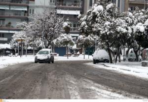 Θεσσαλονίκη: Περιπέτεια στον χιονιά για πατέρα και γιο – Οι στιγμές που θα θυμούνται για πάντα!