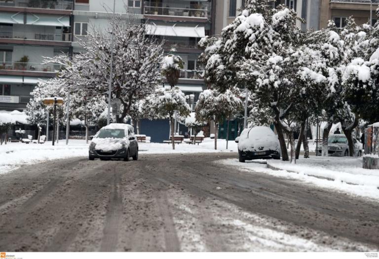 Θεσσαλονίκη: Περιπέτεια στον χιονιά για πατέρα και γιο – Οι στιγμές που θα θυμούνται για πάντα! | Newsit.gr