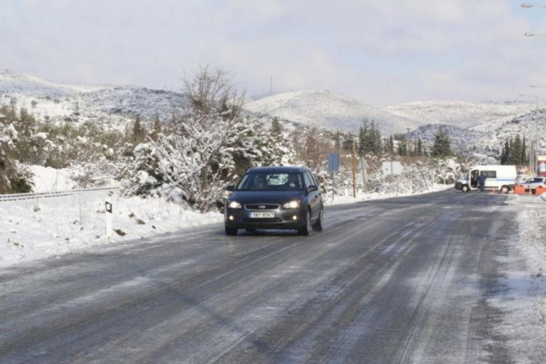 Μπλόκο στην κυκλοφορία φορτηγών στην Αθηνών – Λαμίας λόγω χιονόπτωσης! | Newsit.gr