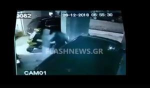 Άγριος ξυλοδαρμός γυναίκας στα Χανιά – Βίντεο σοκ από τη στιγμή της επίθεσης
