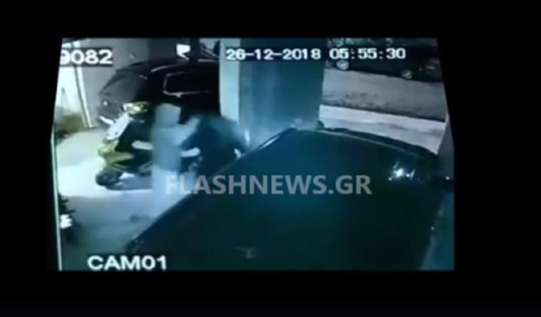 Άγριος ξυλοδαρμός γυναίκας στα Χανιά – Βίντεο σοκ από τη στιγμή της επίθεσης | Newsit.gr