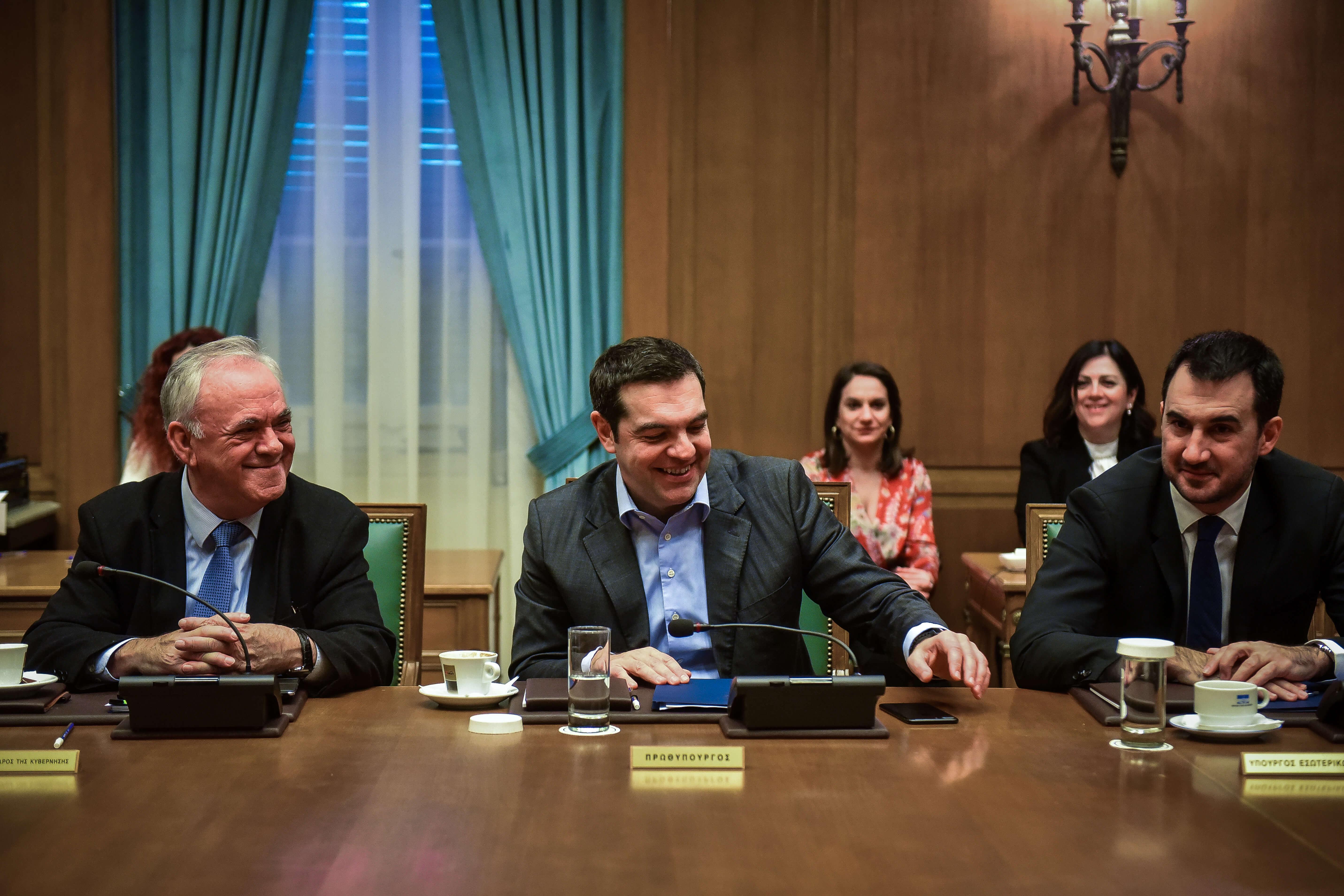 Τσίπρας στο υπουργικό συμβούλιο: «Αυξάνεται κατά 11% ο κατώτατος μισθός – Πάει στα 650 ευρώ!»