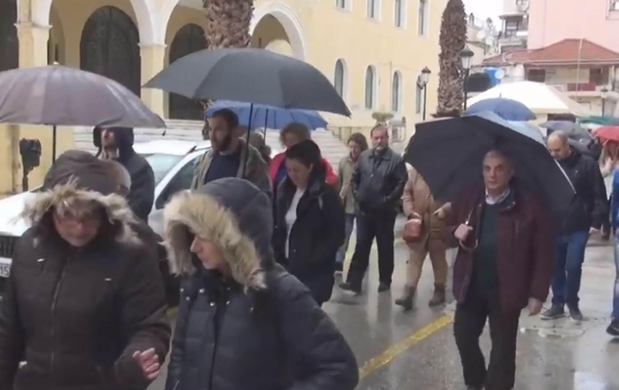 """Ζάκυνθος: """"Δεν αντέχουμε άλλους νεκρούς"""" – Πορεία διαμαρτυρίας για το νοσοκομείο – video"""