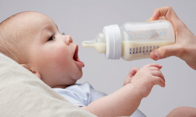 Βρεφικό γάλα: Τι πρέπει να ξέρετε – τι να προσέχετε όταν το αγοράζετε