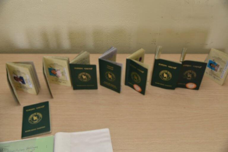 Εξαρθρώθηκε σπείρα που διακινούσε πλαστά διαβατήρια και ταυτότητες | Newsit.gr