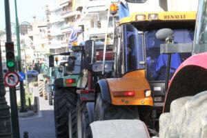 Αγρότες: Απέκλεισαν την Πατρών – Πύργου στο ύψος της ΒΙ.ΠΕ