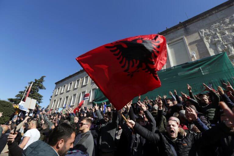 Αλβανία – επεισόδια: 15 διαδηλωτές συνελήφθησαν – 7 αναζητούνται | Newsit.gr