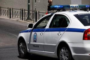 Πειραιάς: Συνελήφθησαν δύο νεαροί για ληστείες – «Ξάφριζαν» περίπτερα με καλυμμένα τα πρόσωπά τους