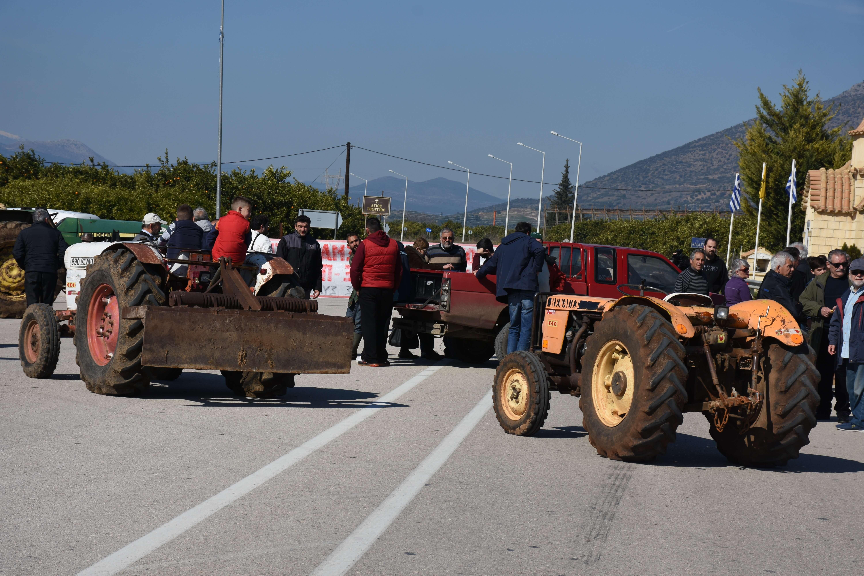 Αγρότες: Έκλεισαν τον κόμβο του Πλατυκάμπου – Κλειστή και η Θεσσαλονίκης – Σερρών