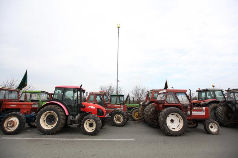 Λάρισα: Αποχώρησαν οι αγρότες από το μπλόκο της Νίκαιας | Newsit.gr
